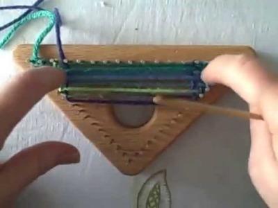 How to weave triangles on the tri loom