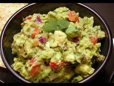 HOW TO MAKE GUACAMOLE DIP