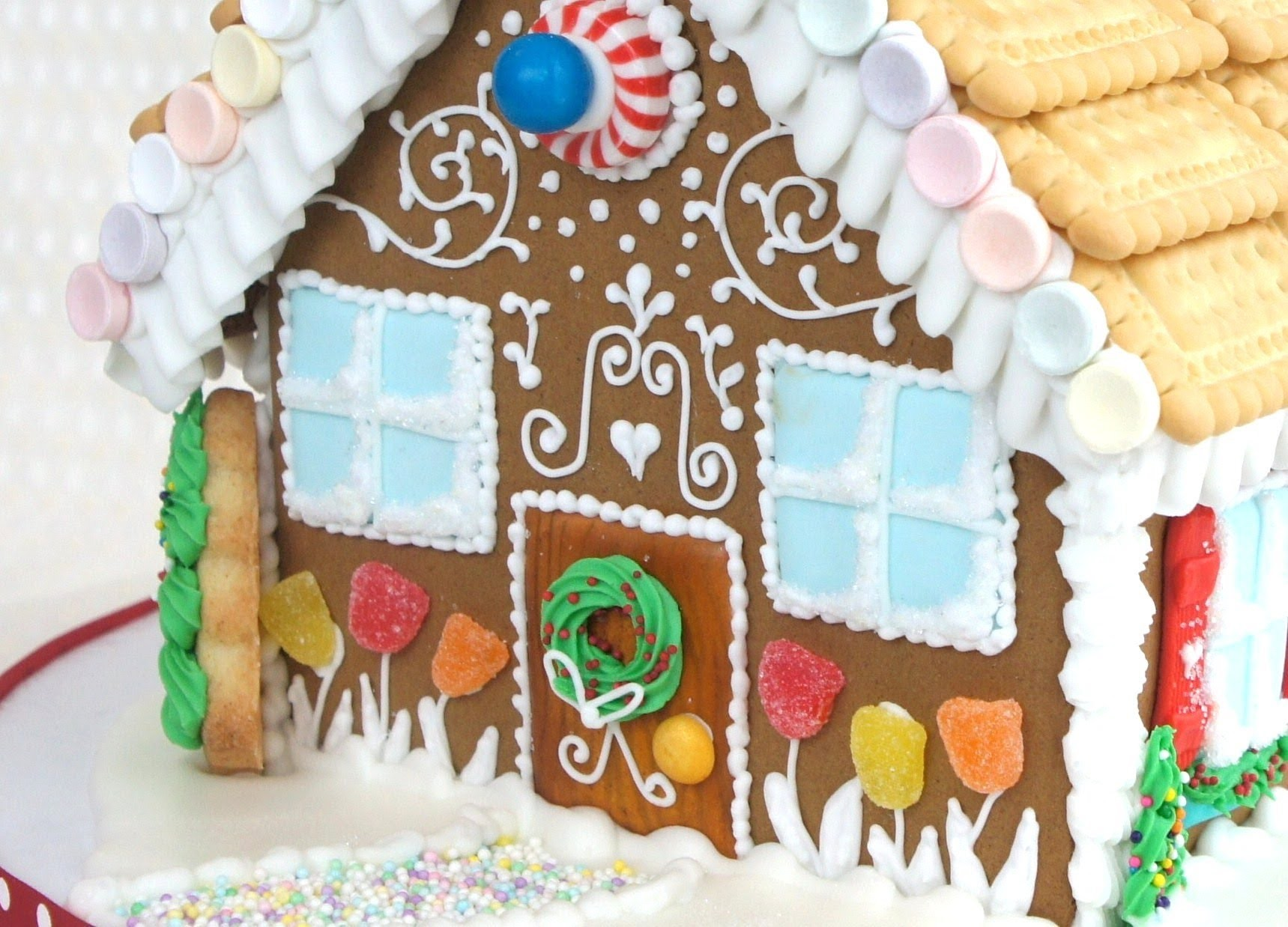 How to decorate a gingerbread house with royal icing - how to make a ginger bread house