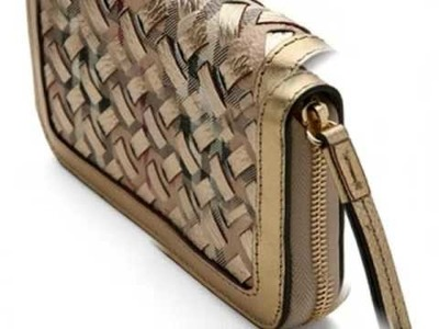 Deal of the Day: Burberry Clutch 3338669