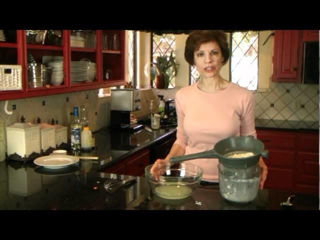 How to Make Healthy Homemade Greek Yogurt - FAT FREE - www.SaladinaJar.com