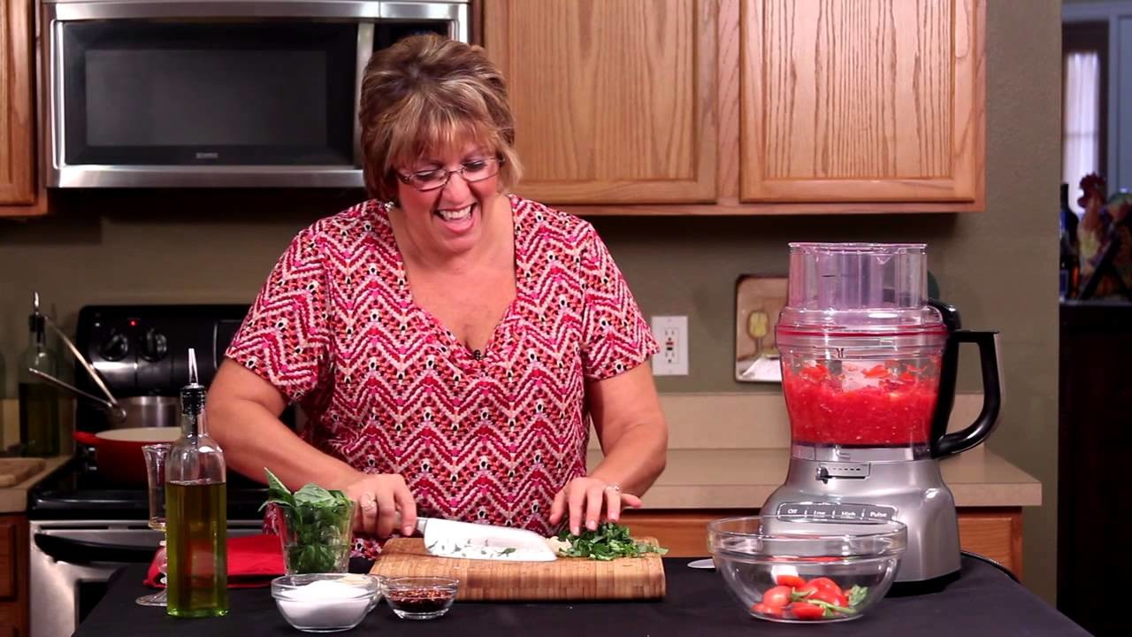 How to Make Tomato Sauce From Fresh Tomatoes : Italian Cuisine