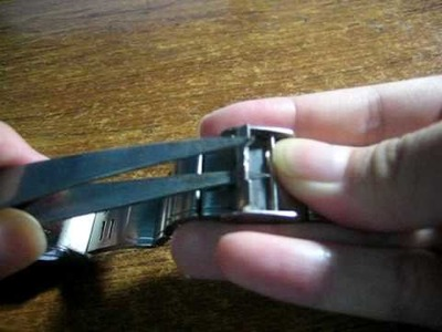 Adjusting length of your strap of your watch