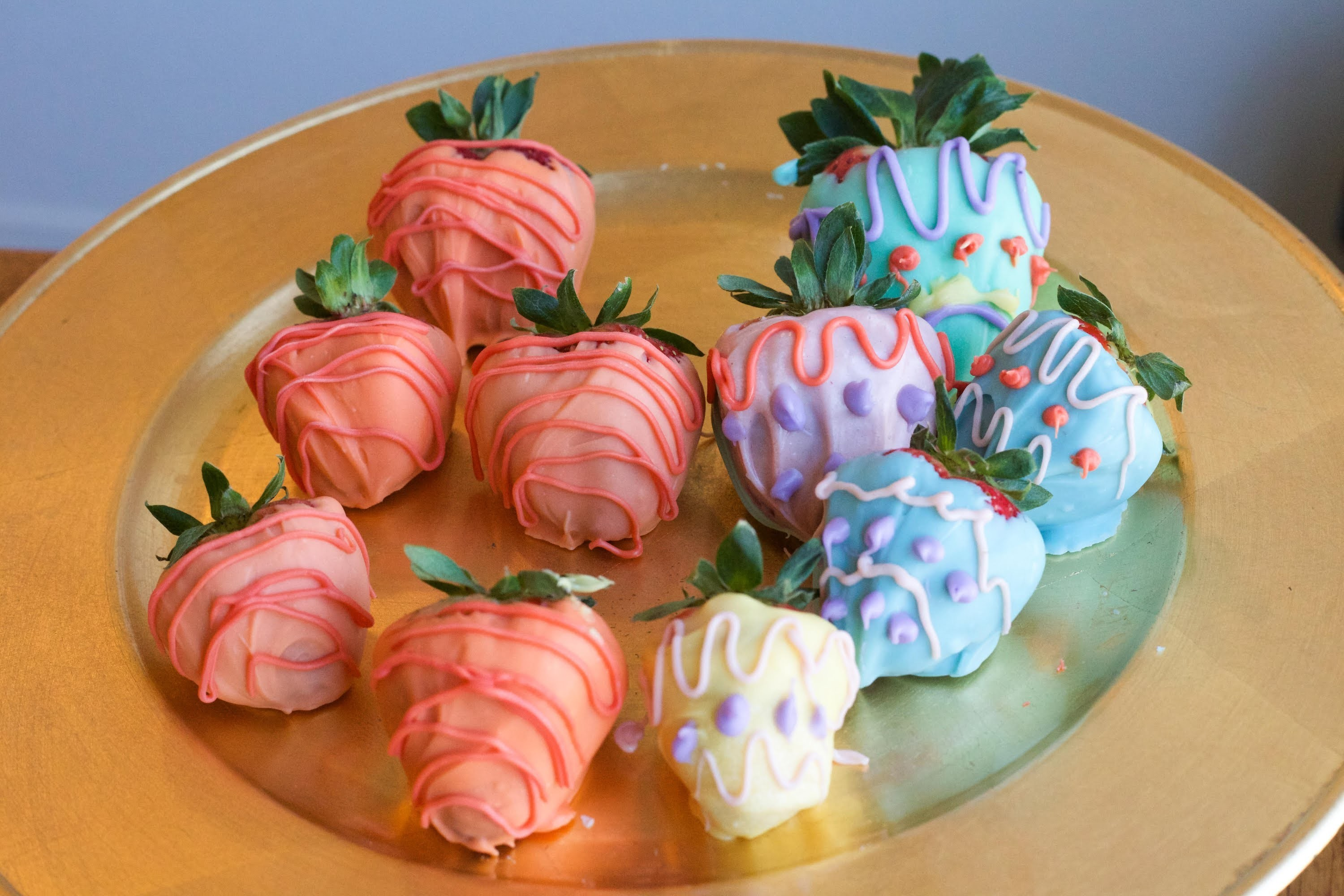 Easter Decorated Chocolate Covered Strawberries