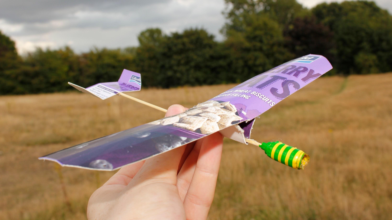 How to make a paper airplane (Cardboard Glider - Test Flight)