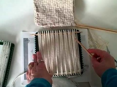 How to weave with yarn on the potholder loom
