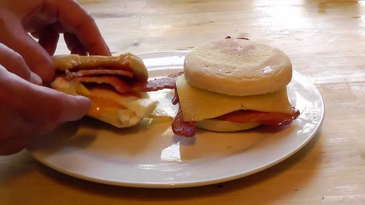 Christmas Breakfast Egg & Bacon English Muffin How to make snack food recipe