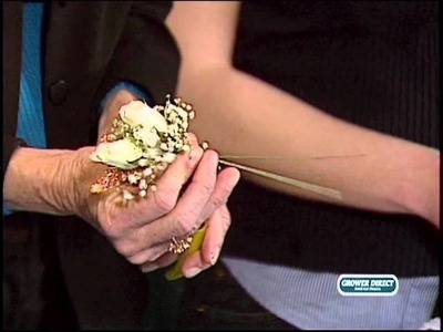 Learn how to professionally create a Traditional Wrist Corsage