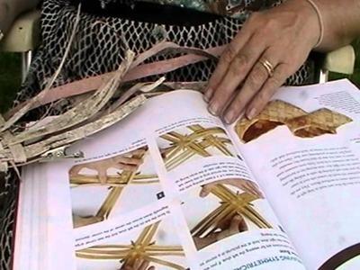 Nancy Today: How to make a Birchbark slipper 1 ASMR Birchbark weaving (basket making tutorial)