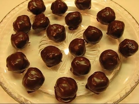 """Betty's """"Melt-in-Your-Mouth"""" Oreo Truffles"""