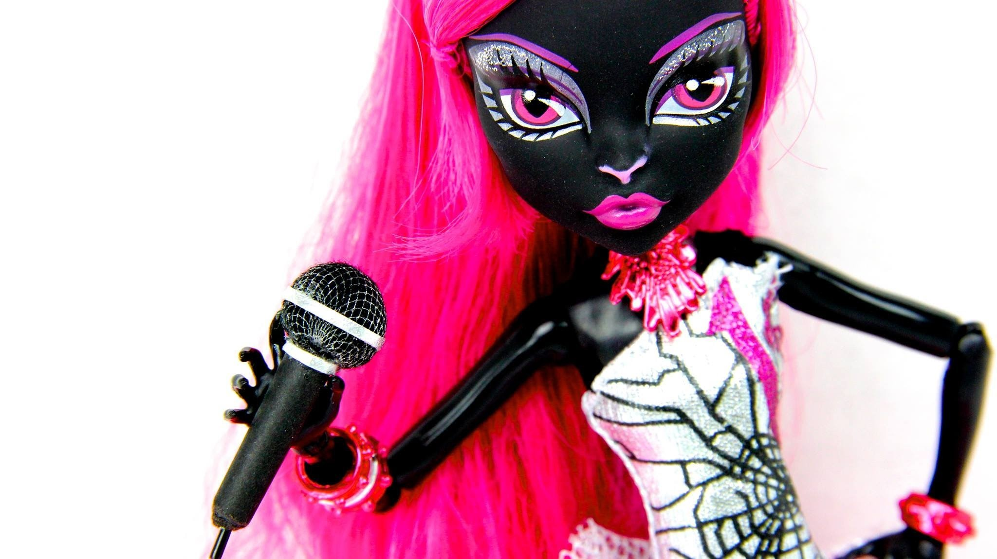 How to Make a Doll Microphone | Plus The Naveen Show Q&A and Monster High Doll Update