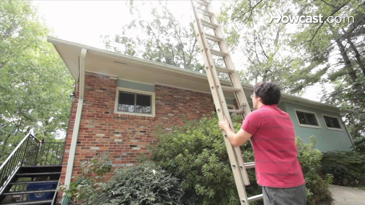 How to Hang Christmas Lights Outdoors