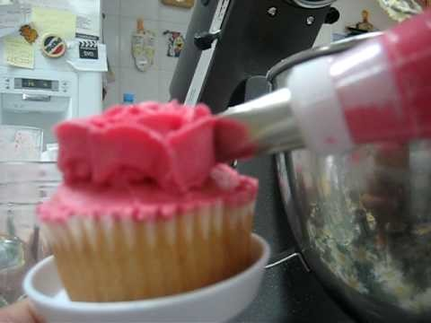 How to make buttercream flower icing on cupcakes