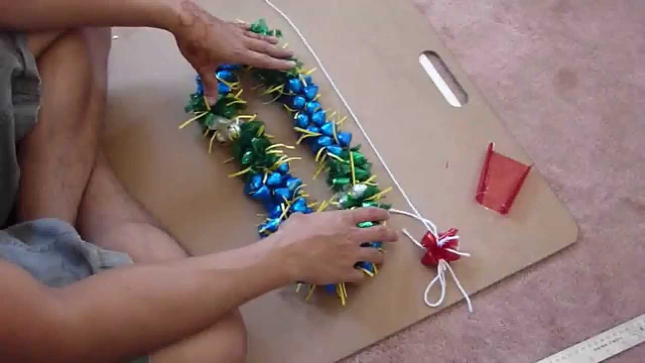 """How to make a """"3D"""" candy Lei w. Kisses"""