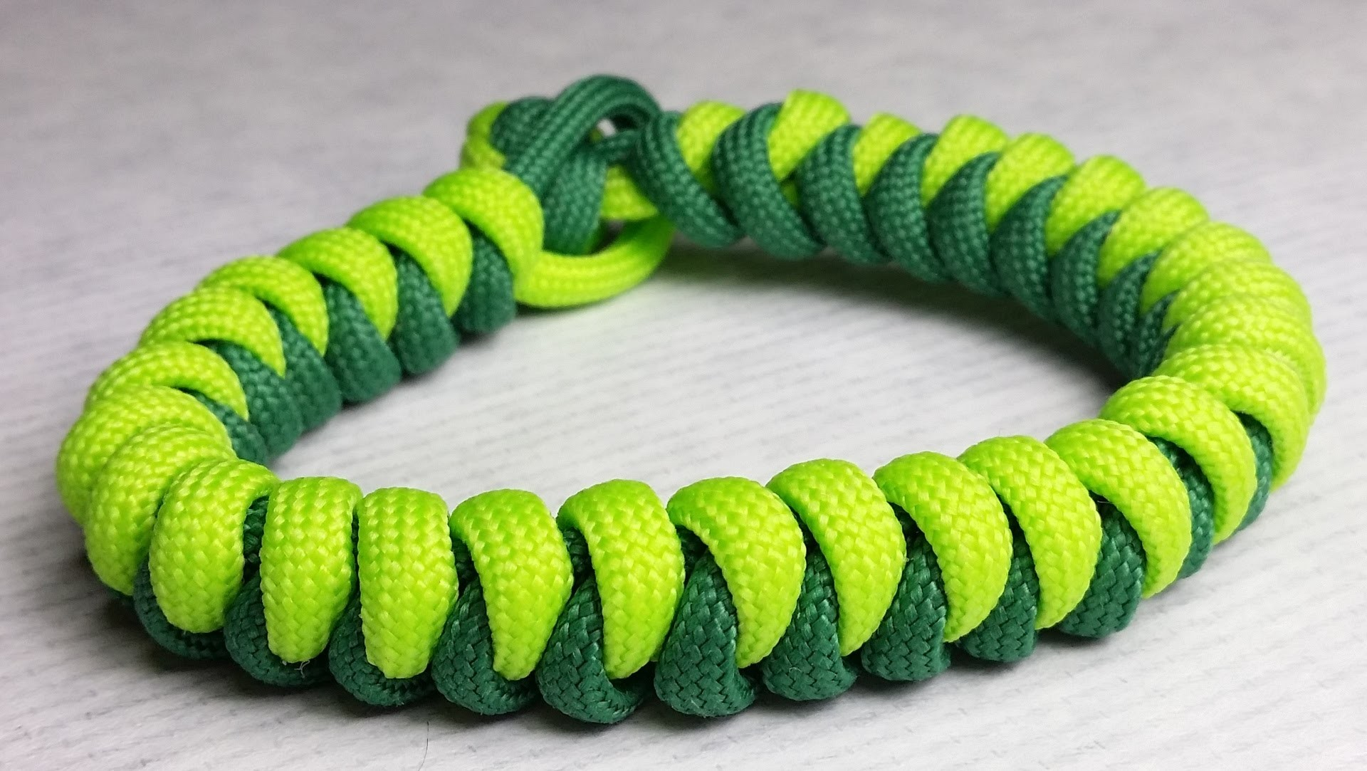 How to make Snake paracord bracelet without buckle by ParacordKnots