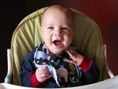 How to Sew a Baby Bib (free pattern)