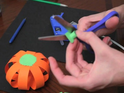 How to make paper pumpkins for Fall. Autumn and Halloween