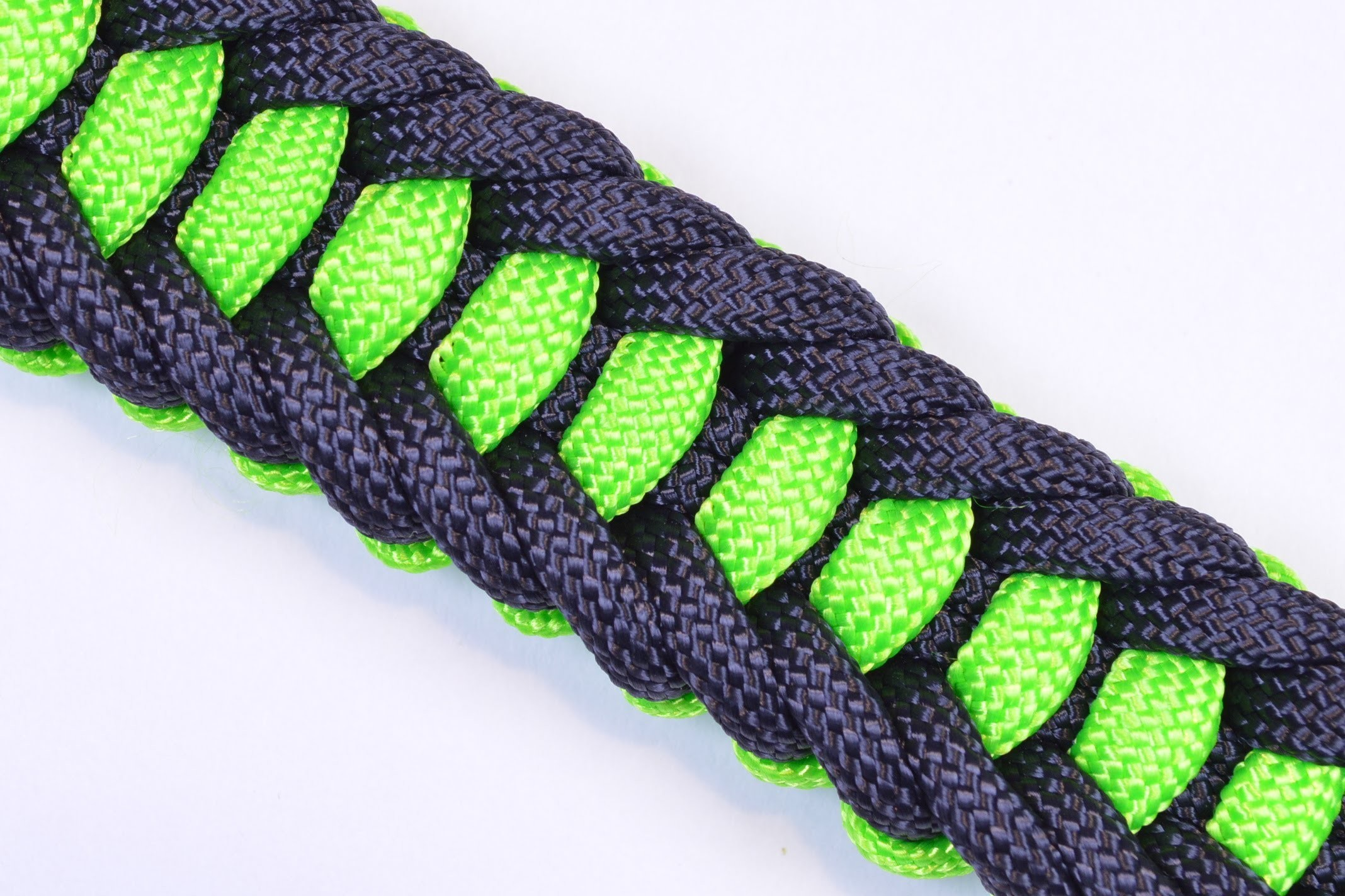 Make the Jagged Ladder Paracord Survival Bracelet with Buckle - BoredParacord