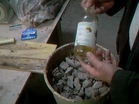 SIMON LEACH - How to soak or slake down clay !