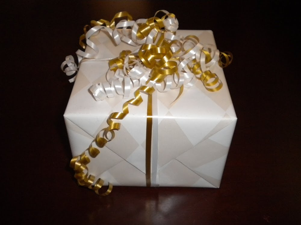 How To Wrap A Present Giftwrap DIY Curly Bow