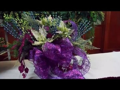 How to Make a Christmas Centerpiece With Bows : Decorating for Christmas
