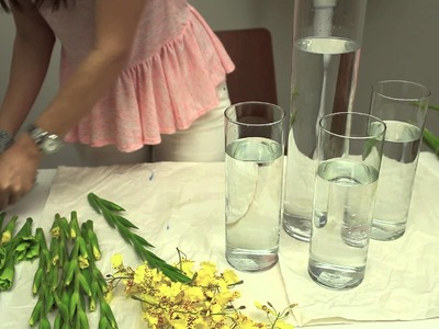 How to Decorate Flowers in Cylindrical Vases : An Elegant Home