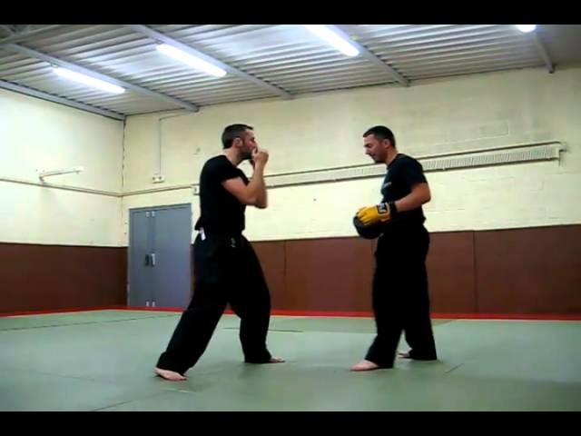 Self-défense: Défense sur crochet