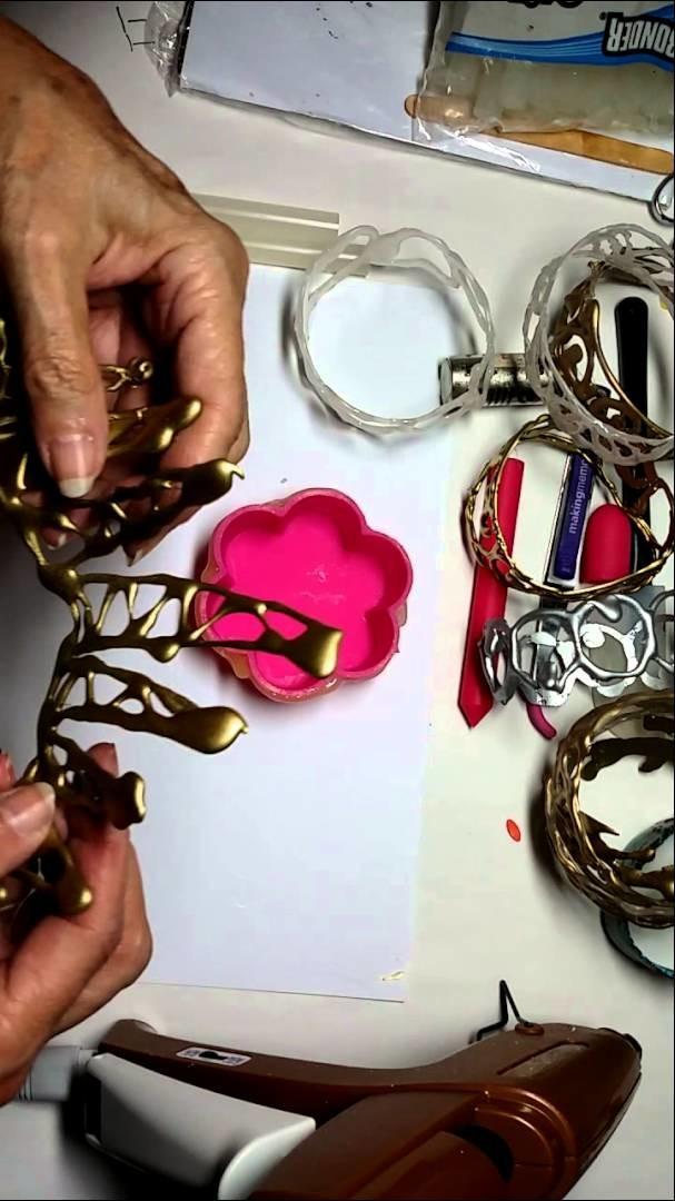 Hot glue bracelet Part 1