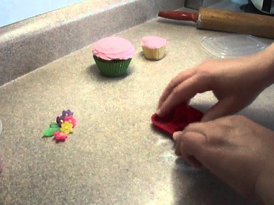 Decorating Cupcakes #53: Pretty pastel mini gumdrop flowers