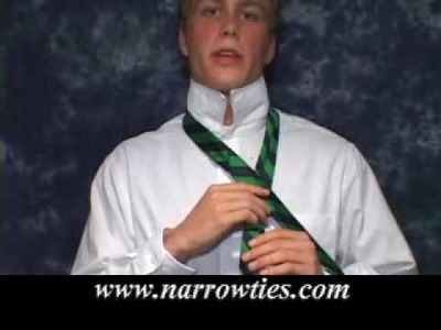 HOW TO TIE A SKINNY NECKTIE - four in hand knot