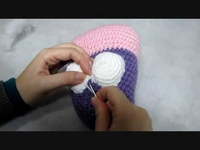 Detailed video: how to attach the eyes