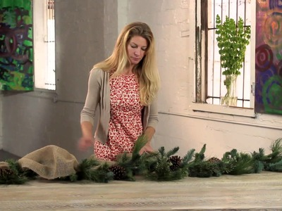 How to Decorate Christmas Garland With Ribbon : Holiday Decorations