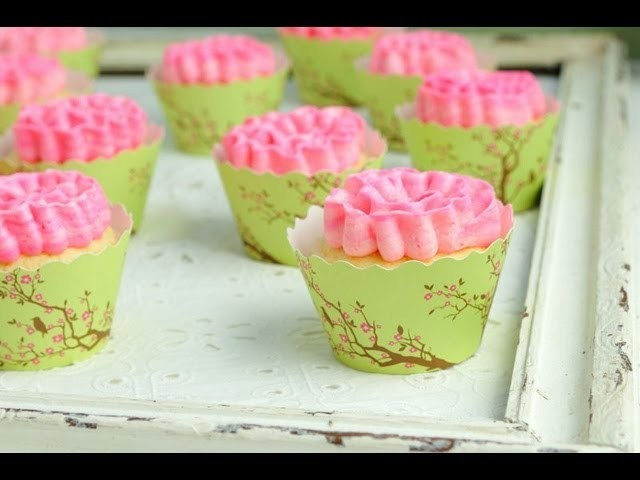 How To Make Ruffle Cupcakes, Piping Ruffles on Cupcakes, Easy Cupcake Decorating