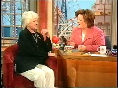 """Rosie sings the theme from """"Maude"""" to Bea Arthur"""