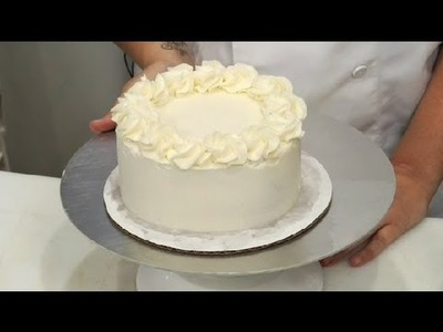How to Frost a Birthday Cake : Cake Decoration Ideas