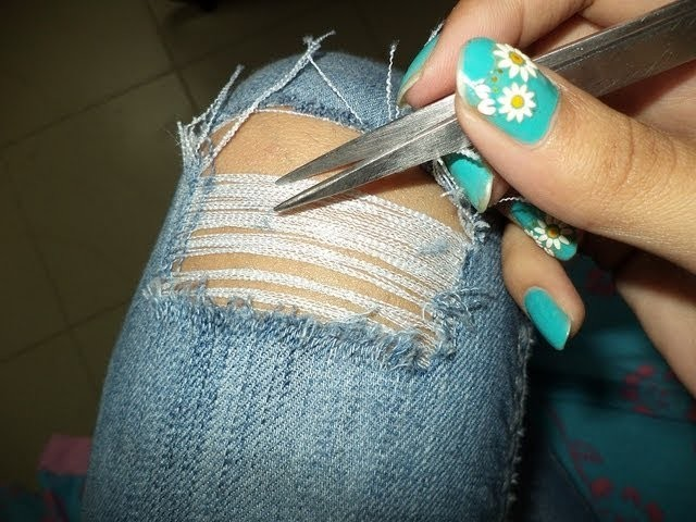 ♥ How to Rip and Distress your Jeans the right way- SO Easy ♥ ( • ◡ • )