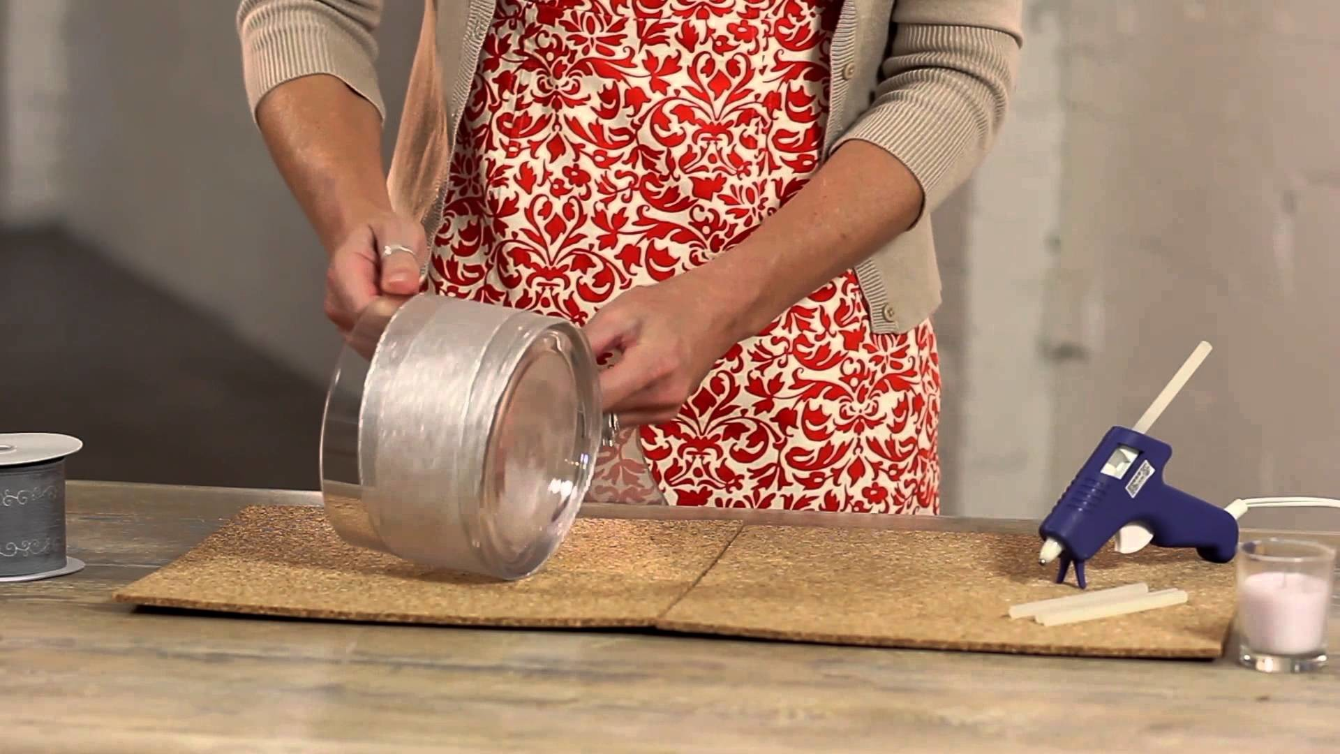 Easy-to-Make Christmas Ribbon Decorations : Holiday Decorations
