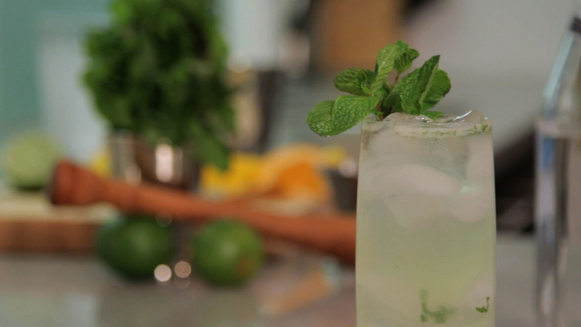 How to Make a Mojito | Cocktail Recipes