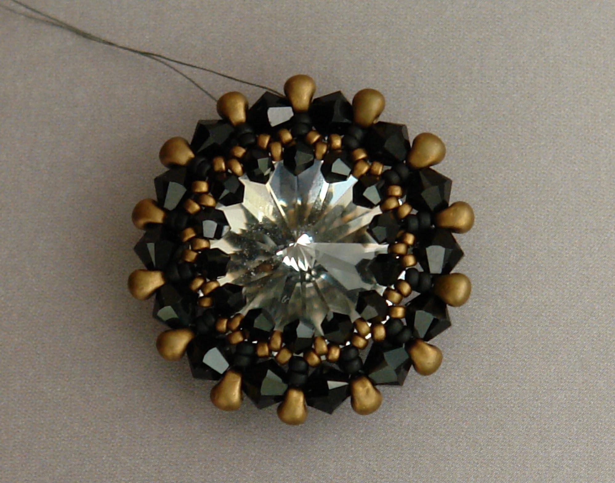 Sidonia's handmade jewelry - How to bezel an 18mm Swarovski rivoli
