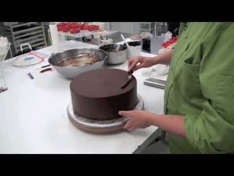 How to Frost a Cake With Gananche