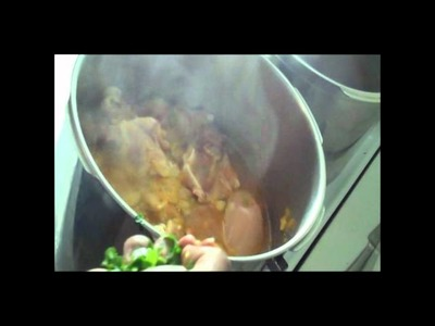 How to make Ecuadorian style chicken stew (seco de pollo)