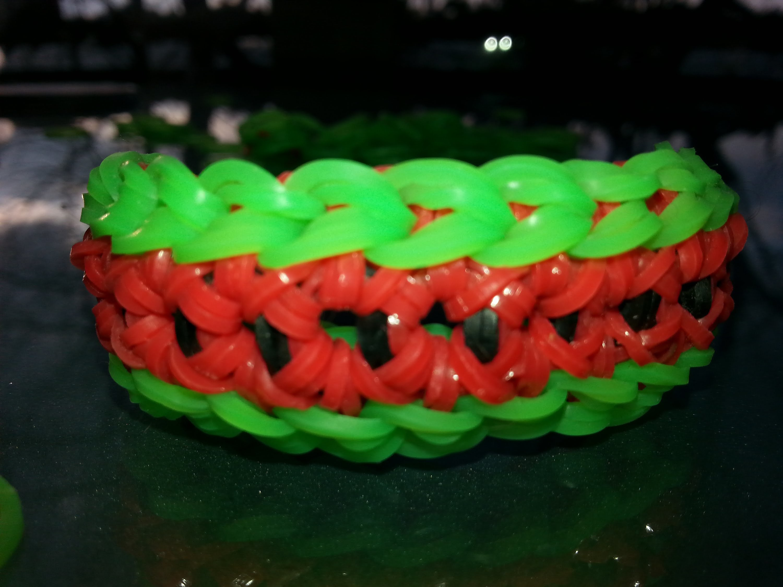 Lara's Looms - How to make Hexagon rubber band bracelet. Rainbow loom.