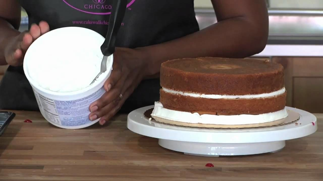 How to Apply Icing on Cake (Cake Baking Video)