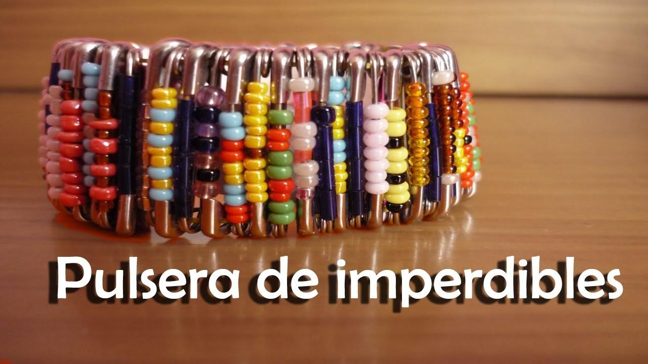DIY - Crea tu pulsera con imperdibles - How to make a safety pin bracelet.