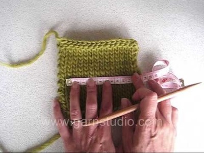 DROPS Crafting Tutorial: How to find the gauge tension on a swatch