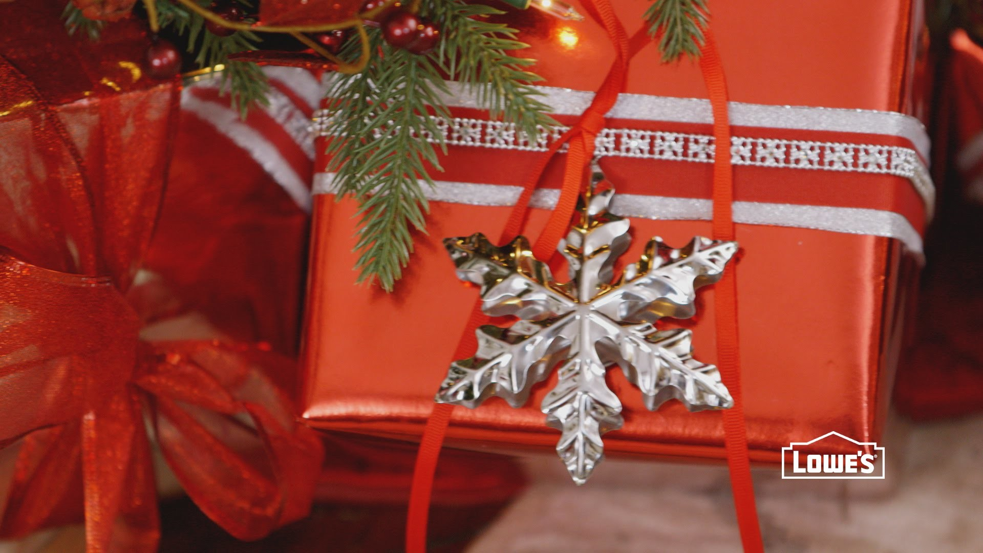 13 Ideas for Decorating with Ornaments