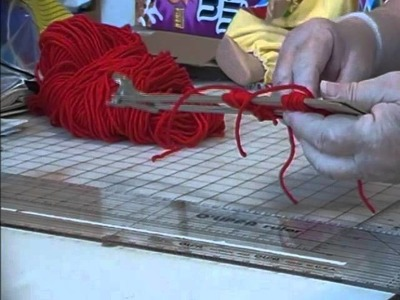 HOW TO MAKE POM POMS WITH THE CARDBOARD LOOM