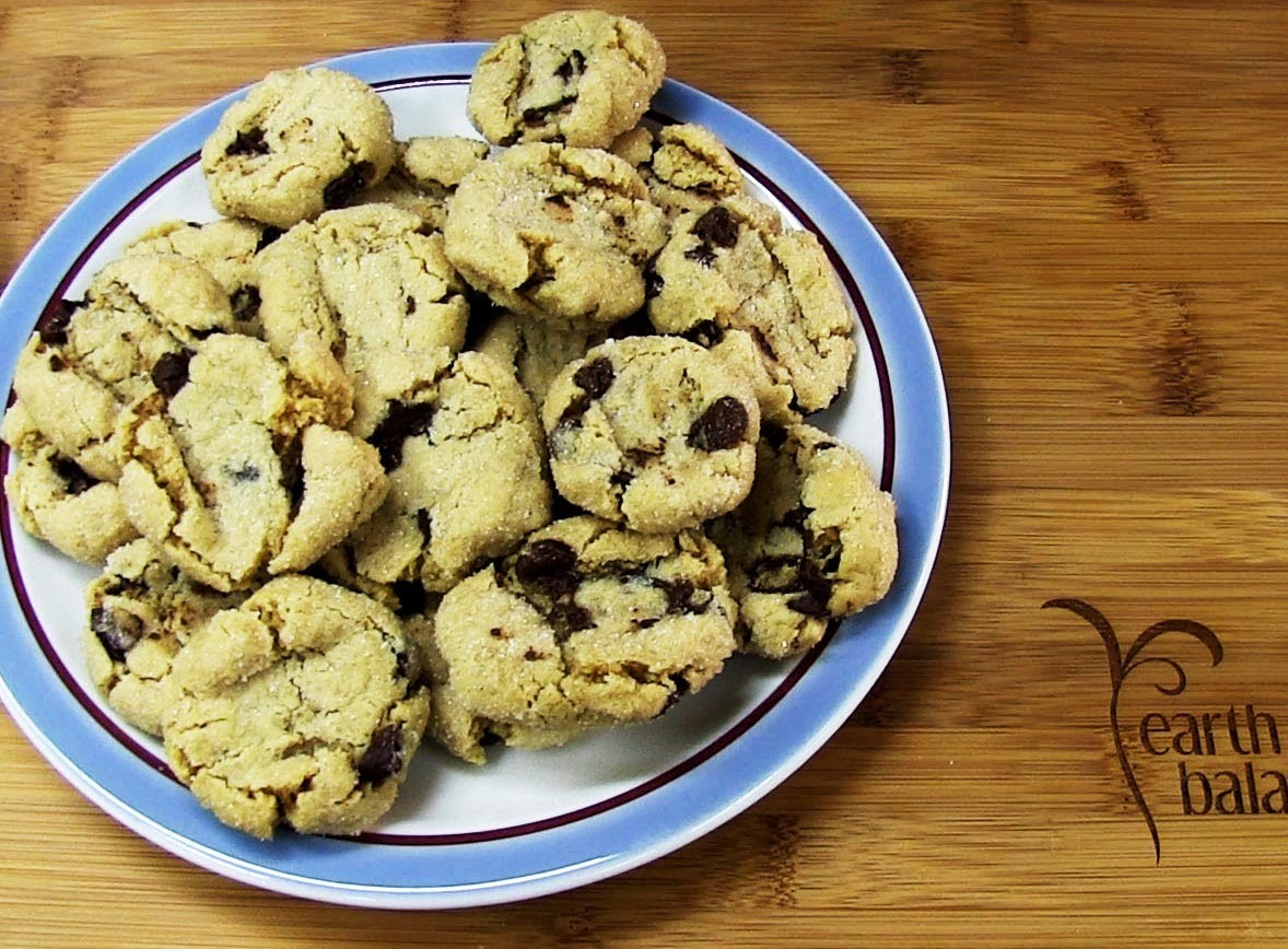 Peanut Butter Chocolate Chip Cookies - The Vegan Zombie