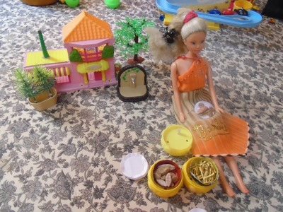 Doll stuff - how to make paper plates for your dolls. simple & easy