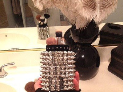 DIY 10 min. 10$ gift idea! Spike trimmed make-up brush holders:)